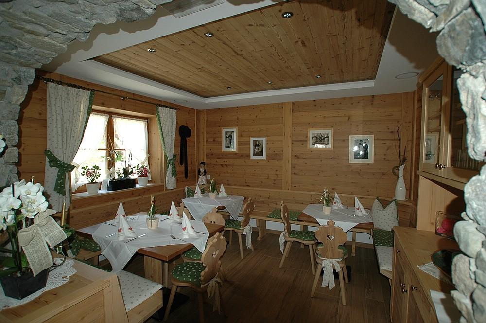 Dreim delhaus frener design for Design hotel dolomiten